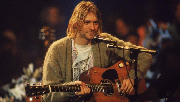 Музыкант Курт Кобейн во время концерта MTV Unplugged в Нью-Йорке. Архивное фото