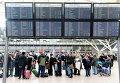 Пассажиры в аэропорту Гамбурга во время забастовки сотрудников сферы безопасности в трех аэропортах ФРГ. 9 января 2015