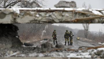 Ополченцы на дороге в Углегорске, архивное фото
