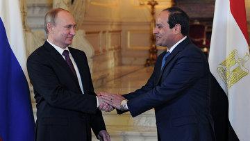 Президент России Владимир Путин и президент Египта Абдель Фаттах ас-Cиси. Архивное фото