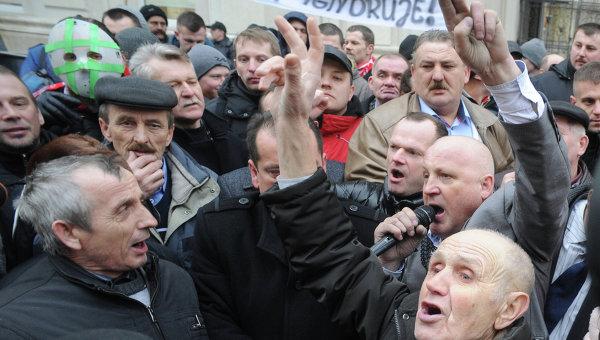 Митинг польских фермеров перед зданием министерства сельского хозяйства в Варшаве. 11 февраля 2015