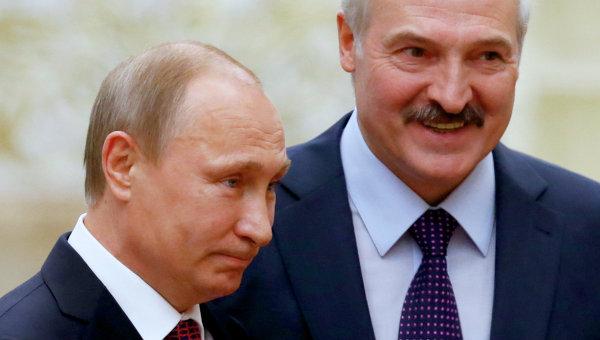 Президент России Владимир Путин и президент Белоруссии Александр Лукашенко во Дворце независимости в Минске. Архивное фото.