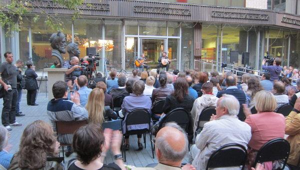 Благотворительный концерт Сургановой и Макаревича в пользу детей Донбасса