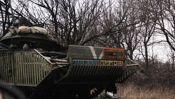 Сгоревшая украинская техника по дороге из Углегорска в Дебальцево