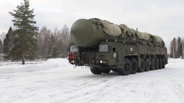 Подвижный грунтовый ракетный комплекс Ярс совершает марш в новый позиционный район