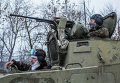 Украинские военнослужащие на дороге между Дебальцево и Артемовском