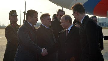 Президент России Владимир Путин во время церемонии встречи в аэропорту имени Ференца Листа в Будапеште
