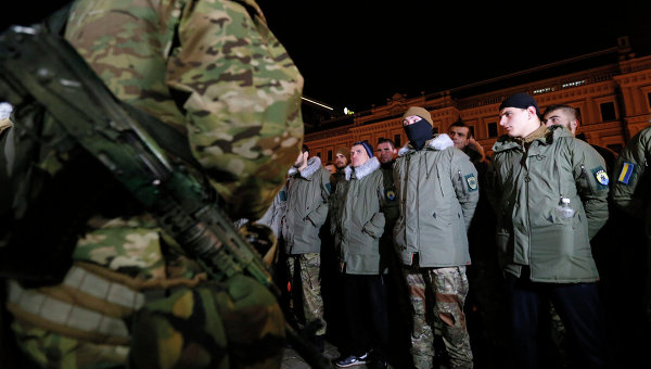 Добровольцы перед принятием их в ряды батальона Азов. Архивное фото
