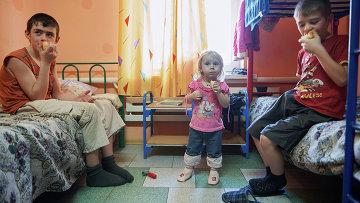 Украинские дети в лагере беженцев. Архивное фото