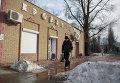 Пострадавший в результате обстрела магазин на улице 50 лет обороны Луганска