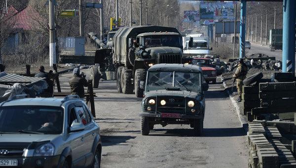 Отвод колонны тяжелой военной техники из Донецка
