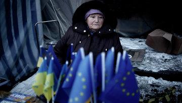 Продажа флажков Евросоюза и Украины в Киеве. Архивное фото