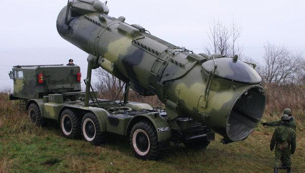 Противокорабельный мобильный ракетный комплекс Редут на марше. Архивное фото