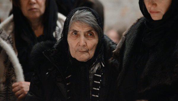 Мать Бориса Немцова Дина Эйдманво время церемонии прощания со своим сыном в Сахаровском центре. Архивное фото