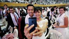 Участники массовой свадьбы в Южной Корее