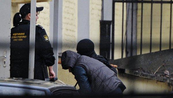 Подозреваемые в убийстве Бориса Немцова доставлены в Басманный суд