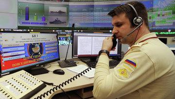 Военнослужащий в центре Управления масштабными военными учениями Северного флота в Национальном штабе управления обороной государства РФ
