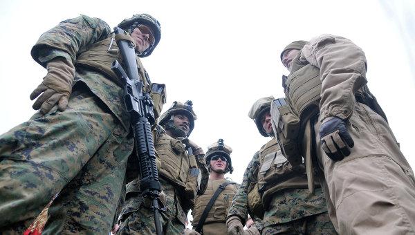 Десант, состоящий из морских пехотинцев США. Архивное фото