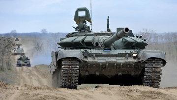 Российские танки во время учений на полигоне Серноводское Ставропольского края. Архивное фото
