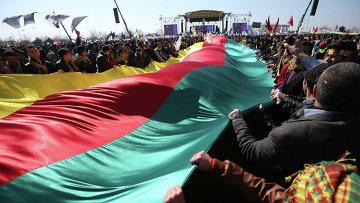 Курдский флаг во время празднования Навруз в Стамбуле, Турция. Архивное фото