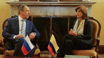 Министр иностранных дел России Сергей Лавров и министр иностранных дел Колумбии Мария Ангела Ольгин во время переговоров в Боготе, архивное фото