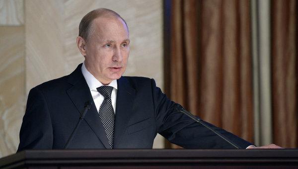 Президент России Владимир Путин выступает на заседании коллегии ФСБ