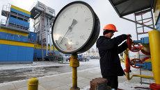 Работник Нафтогаза на газокомпрессорной станции Бобровницкая Черниговской области, Украина. Архивное фото