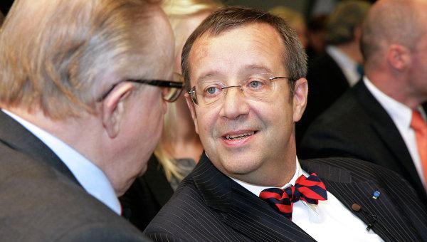 Президент Эстонии призвал укреплять демократию отказом отналичных денежных средств