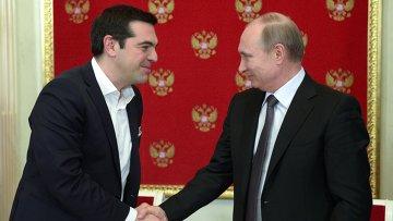Президент России Владимир Путин и премьер-министр Греции Алексис Ципрас после пресс-конференции в Кремле. Архивное фото