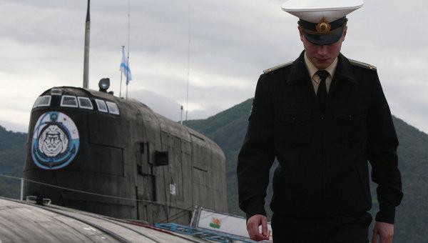 Офицер у атомной подводной лодки Тихоокеанского флота, архивное фото