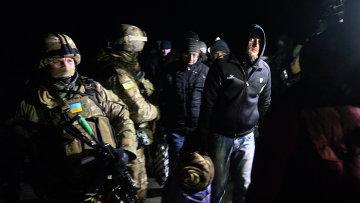 Военнопленные ДНР и ЛНР во время процедуры обмена между ополченцами ДНР, ЛНР и украинскими силовиками. Архивное фото
