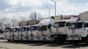 Формирование конвоя с гуманитарной помощью. Архивное фото