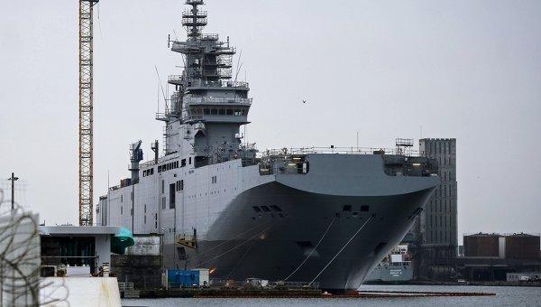 Десантный вертолетоносный корабль Севастополь типа Мистраль. Архивное фото