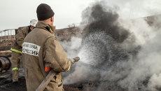 Сотрудники МЧС России тушат пожары в Хакасии. Архивное фото