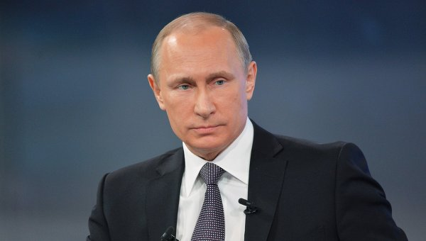 Президент России Владимир Путин отвечает на вопросы россиян во время ежегодной специальной программы Прямая линия с Владимиром Путиным