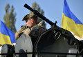 Украинский военнослужащий на военной базе в пригороде Киева