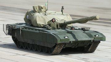 Танк на тяжелой гусеничной платформе Армата во время репетиции парада Победы в Московской области. Архивное фото.