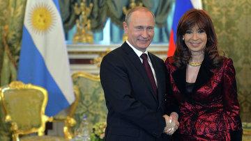 Президент России Владимир Путин и президент Аргентинской Республики Кристина Фернандес де Киршнер во время встречи в Кремле