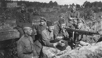 Польские солдаты в окопах под Милосной, август 1920 г. Советско-польская война