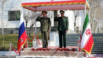 Министр обороны РФ Сергей Шойгу и министр обороны Ирана бригадный генерал Хосейн Дехган. Архив