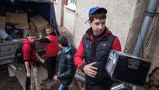 Центр раздачи гуманитарной помощи в деревне Дмитриевка в Хакасии. Архивное фото