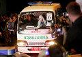 Карета скорой помощи выезжает из тюрьмы на острове Нусакамбанган, где были казнены иностранцы, осужденные за наркоторговлю