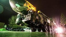 Транспортировка пусковой установки Тополь на ВДНХ. Архивное фото