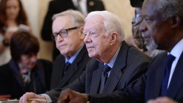 Экс-президент США Джимми Картер во время встречи с главой МИД РФ Сергеем Лавровым в Москве. Архивное фото