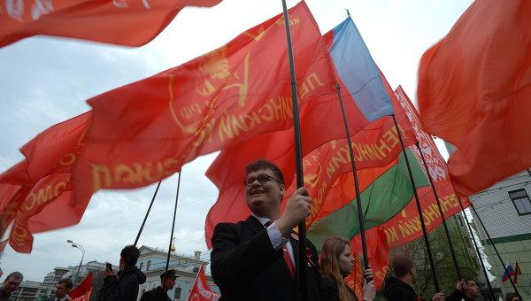 Участники шествия Коммунистической партии Российской Федерации. Архивное фото