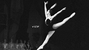 Майя Плисецкая в балете П.И. Чайковского Лебединое озеро. Архивное фото