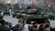 Танки Т-14 на гусеничной платформе Армата во время репетиции военного парада в Москве. Архивное фото
