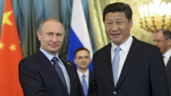 Президент Российской Федерации Владимир Путин и председатель Китайской Народной Республики Си Цзиньпин во время встречи в Кремле