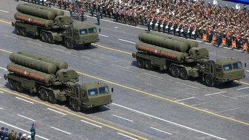 Зенитный ракетный комплекс С-400 Триумф во время военного парада в ознаменование 70-летия Победы в Великой Отечественной войне. Архивное фото