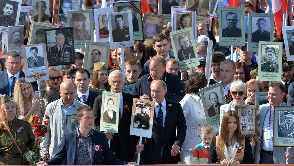 Картинки по запросу путин бессмертный полк 9 мая 2018